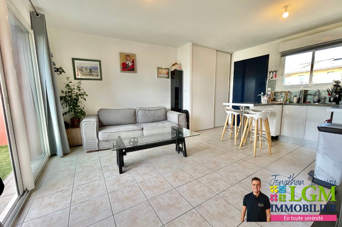 2 PIECES 38 m2 AVEC GRANDE TERRASSE ET PARKING PRIVATIF